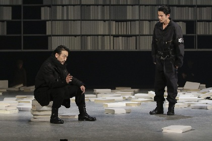 吉沢悠、美波、吹越満ら出演の『華氏451度』開幕 出演者コメント&舞台写真が到着