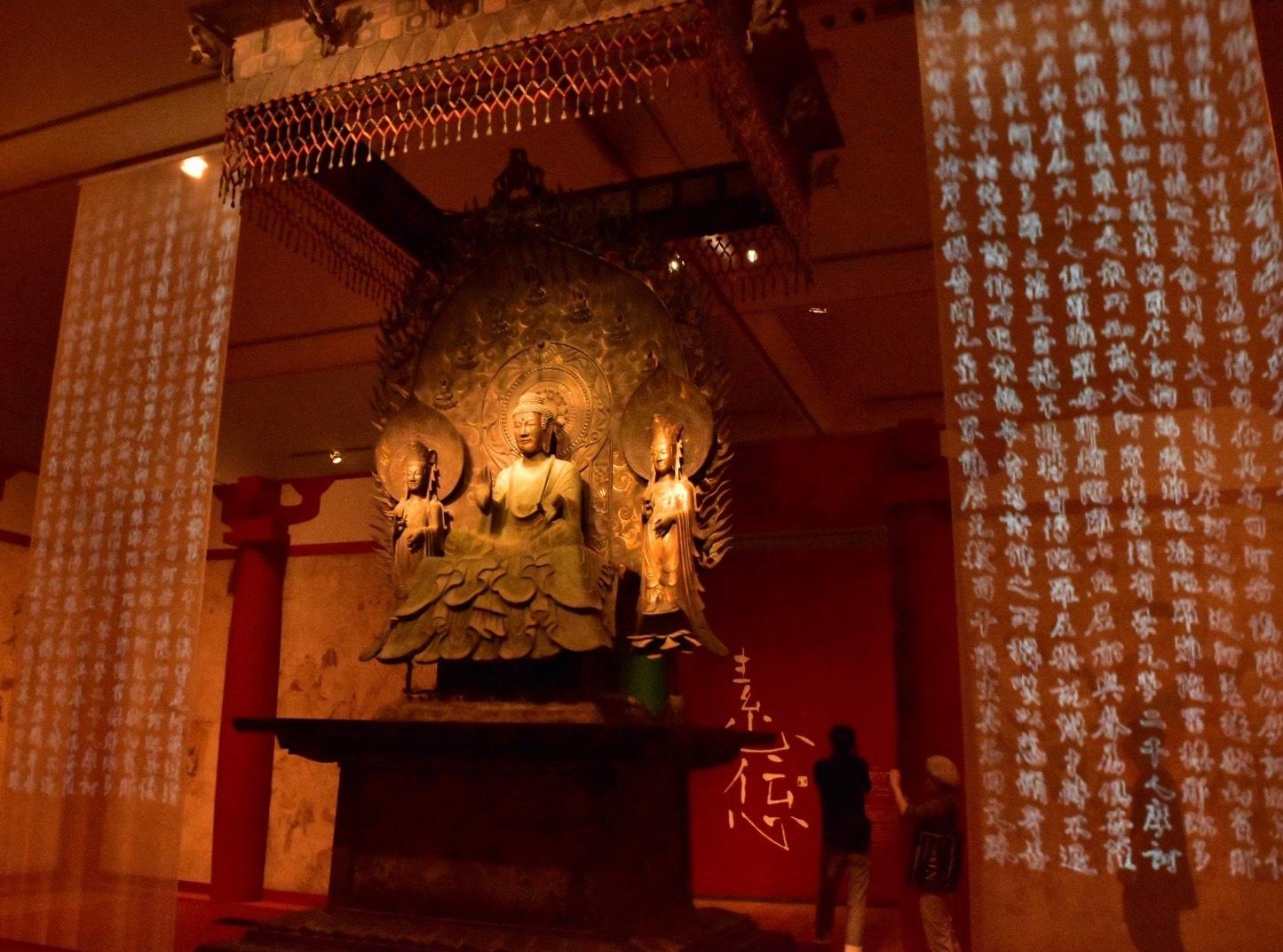 会場風景 クローン文化財 法隆寺釈迦三尊像 623年