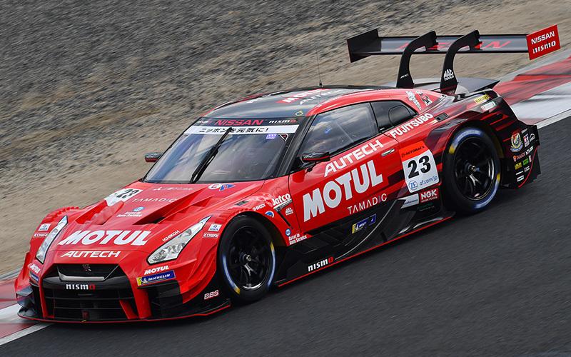 名車GT-Rで総合優勝を狙う「NISMO」。ドライバーは松田次生とロニー・クインタレッリ