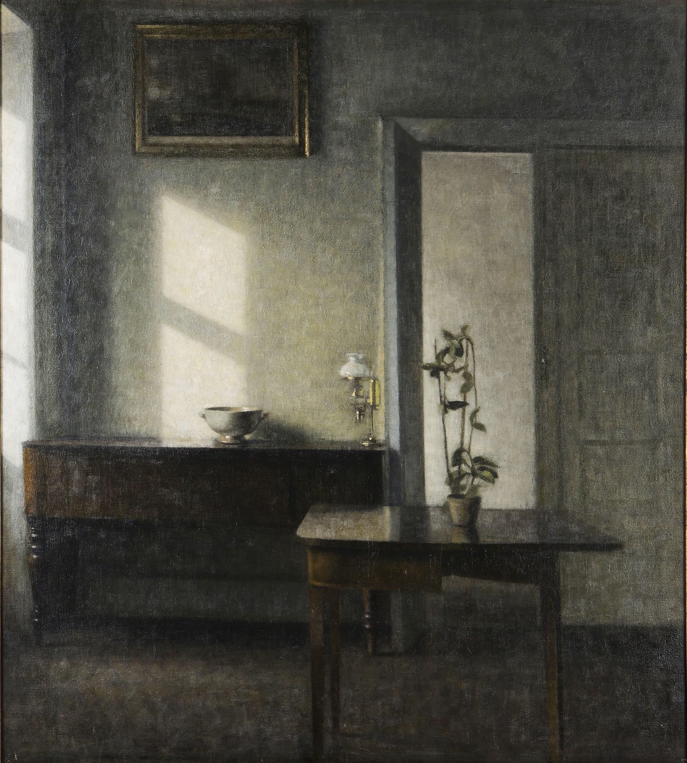 ヴィルヘルム・ハマスホイ 《カード・テーブルと鉢植えのある室内、ブレズゲーゼ25番地》 1910-11年 マルムー美術館蔵 Malmö Art Museum, Sweden