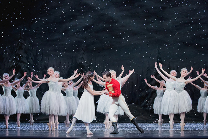 Artists of The Royal Ballet in The Nutcracker. © ROH, 2017. Photographed by Karolina Kuras
