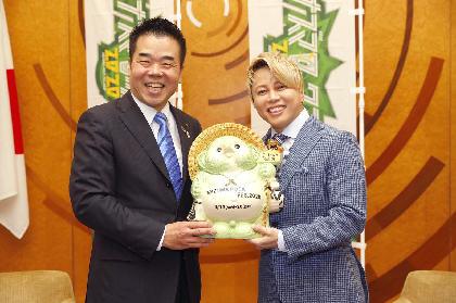 『イナズマロック フェス 2020』9月19日(土)、20日(日)開催決定、西川貴教が滋賀県知事と草津市長を表敬訪問