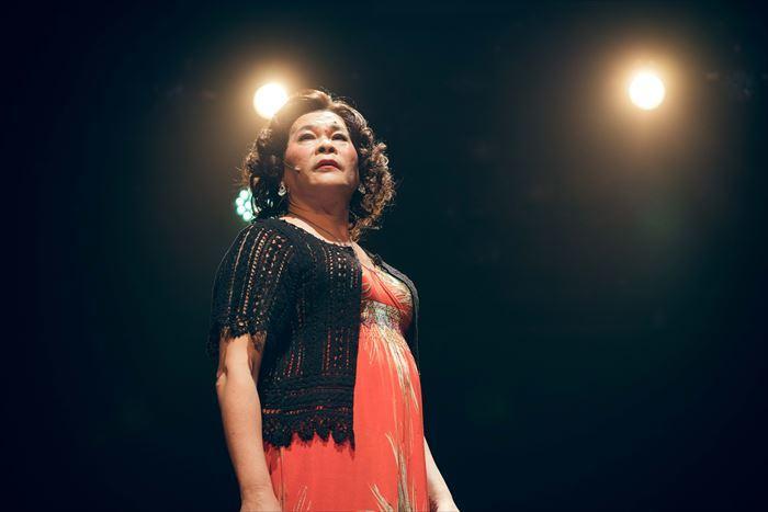 澎恰恰(ポン・チャチャ)演じるスナックのママ・陳麗卿(チン・レイケイ)
