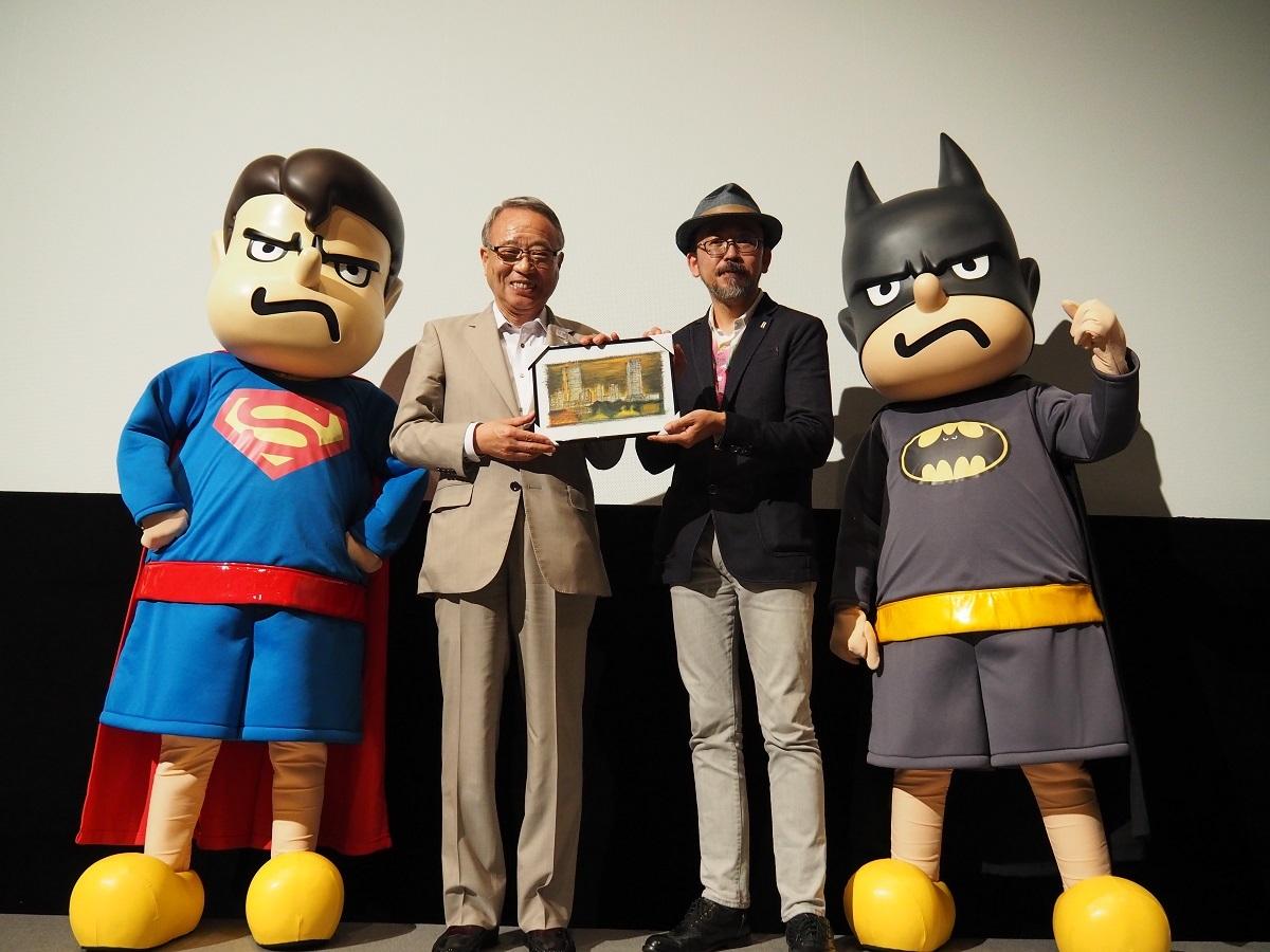 左から、スパ田、高野之夫豊島区長、FROGMAN、バト田