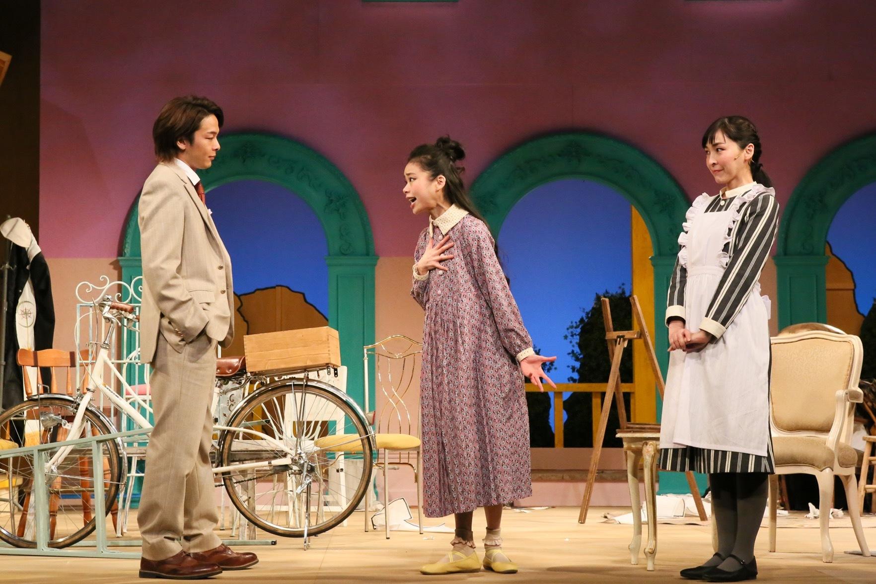 『クラッシャー女中』左:中村倫也、中央:趣里、右:麻生久美子 撮影:宮川舞子
