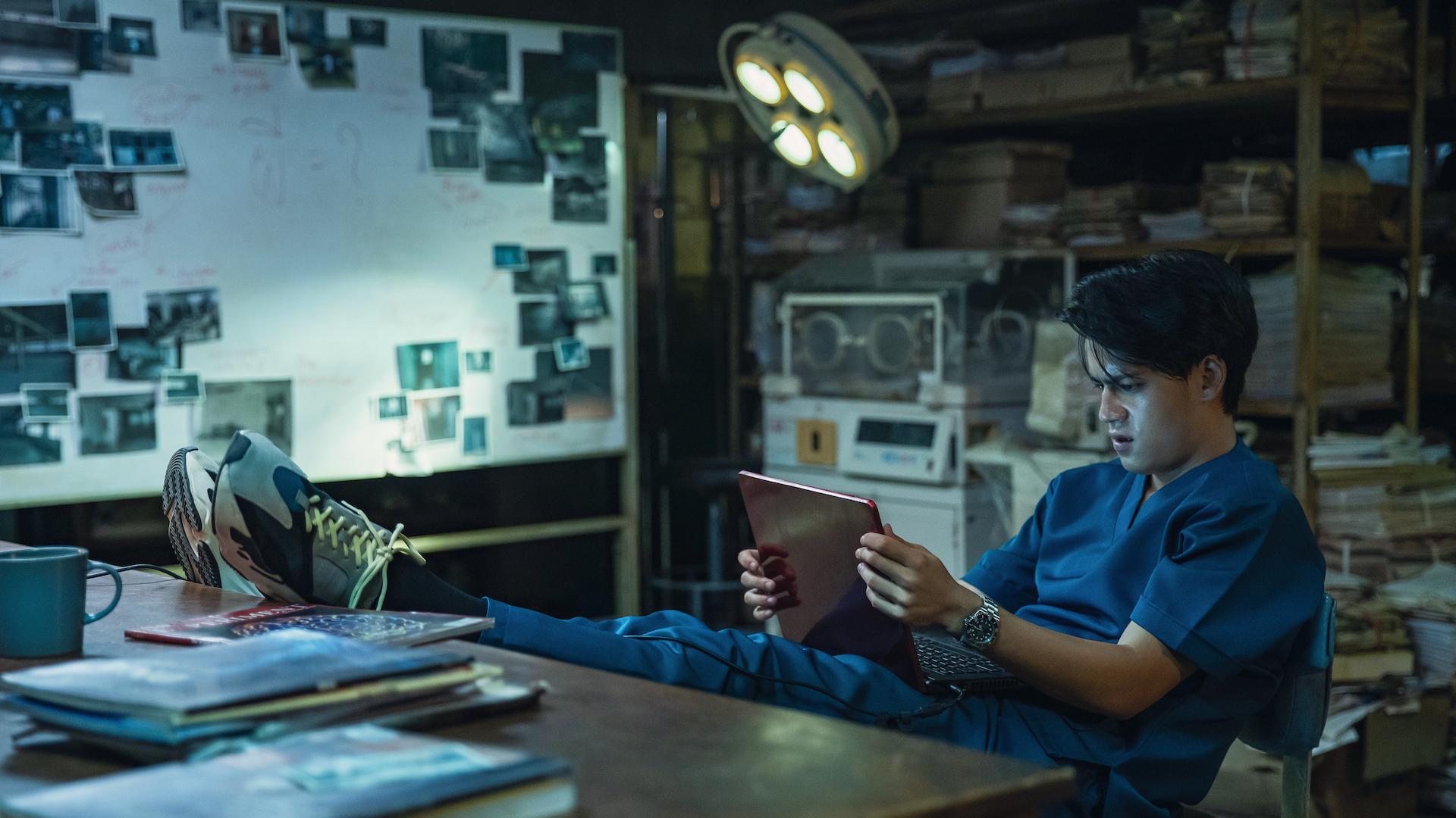 Netflix映画『ゴースト・ラボ: 禁断の実験』独占配信中