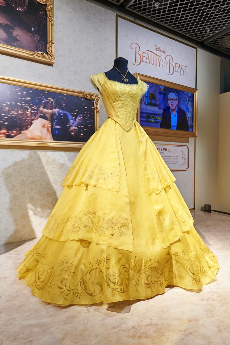 多くの来場者が美しさに魅了されていたベルのドレス (C)Disney