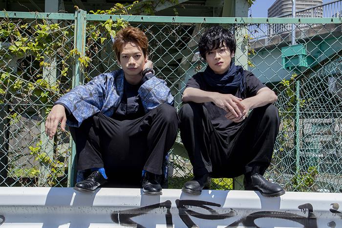 (左から)池田純矢、鈴木勝吾
