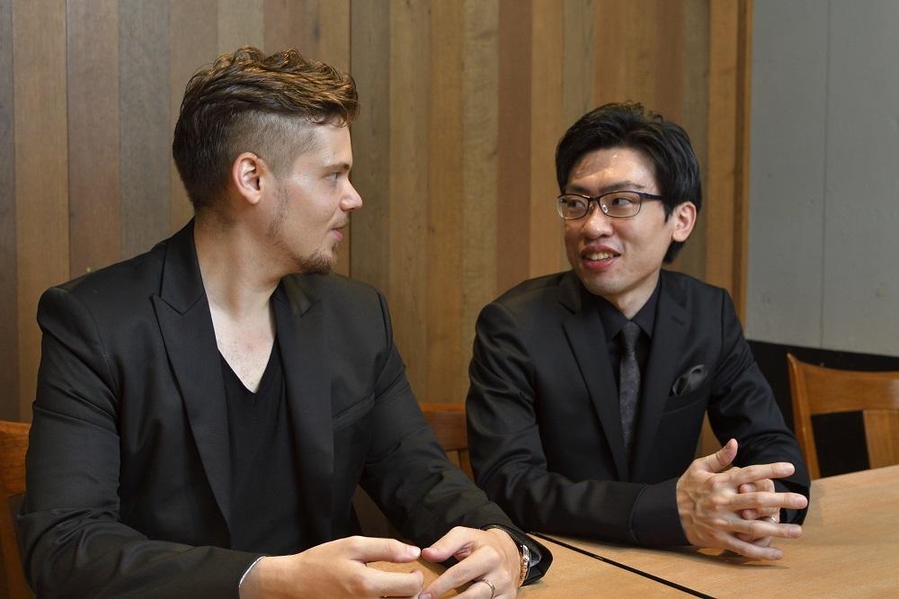 (左から)コハーン・イシュトヴァーン、中野翔太