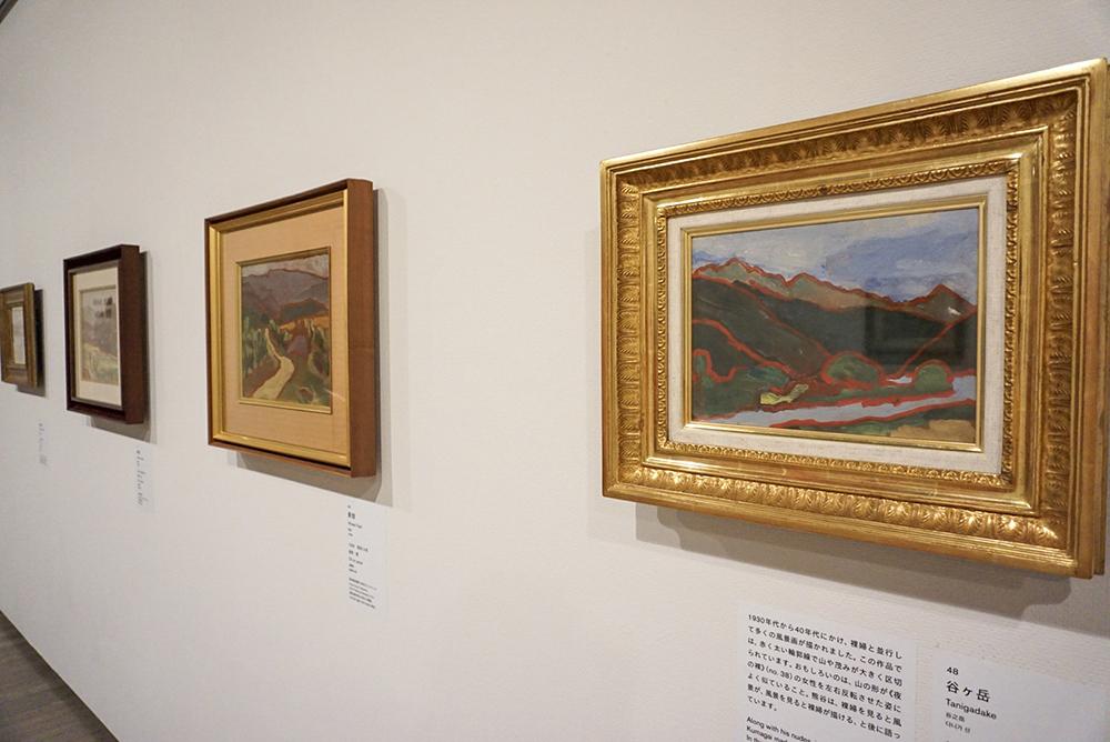 右手前から:《谷ヶ岳》 1940年 茨城県近代美術館 《麥畑》 1939年 愛知県美術館 木村定三コレクション