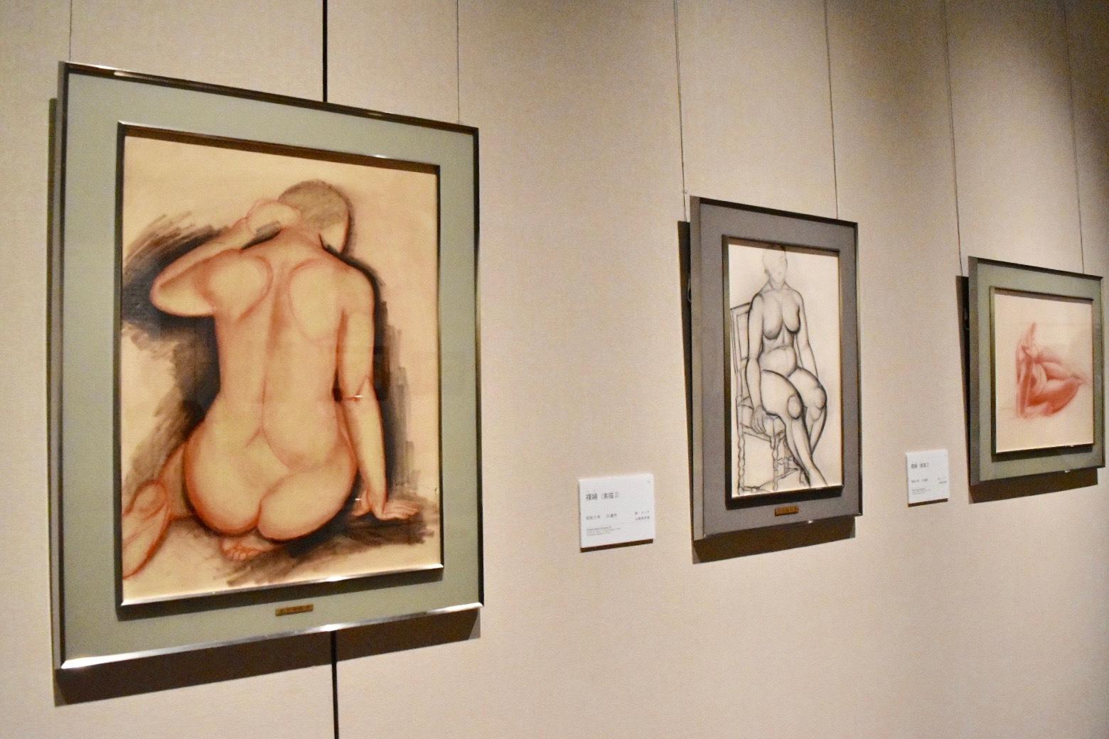 左:速水御舟 《裸婦(素描1)》 昭和8年 山種美術館蔵、中央:速水御舟 《裸婦(素描3)》 昭和8年 山種美術館蔵 右奥:速水御舟 《裸婦(素描2)》 昭和8年 山種美術館蔵