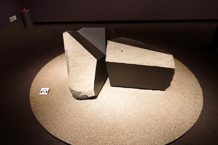 イサム・ノグチ《フロアーロック(床石)》1984年 イサム・ノグチ財団・庭園美術館(ニューヨーク)蔵(公益財団法人イサム・ノグチ日本財団に永久貸与) (C)2021 The Isamu Noguchi Foundation and Garden Museum/ARS,NY/JASPAR,Tokyo E3713