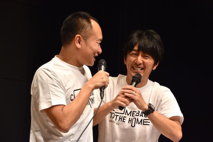 迫るアイアム野田(左)と、それを嫌がる川本成