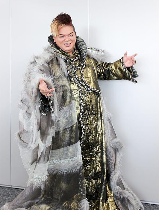 この日の衣装の名は「ファラオ」。左右非対称、どこか鎧、がデザインのこだわり 撮影:西原朋未