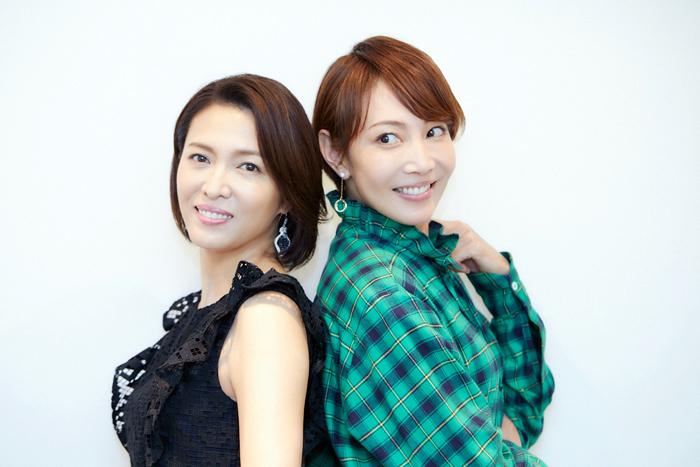 (左から)安蘭けい 柚希礼音  (撮影)岩間辰徳