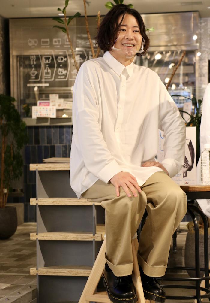 衣装テーマ:私の休日 西川「PV撮影時は柄シャツだったので、あえてシンプルなシャツにしてみました」