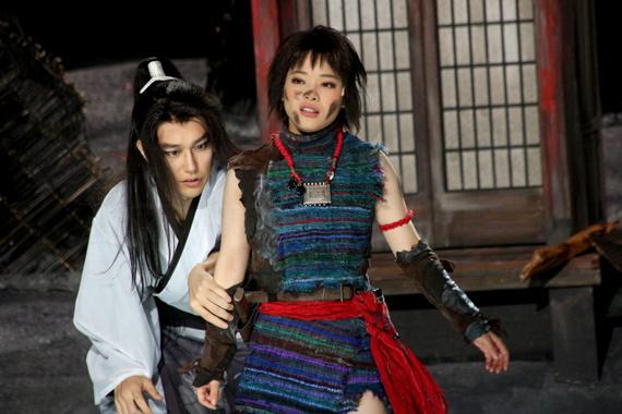 『髑髏城の七人 Season風』開幕 8 松山ケンイチ(左)と岸井ゆきの