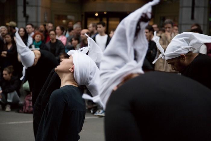 ブシュラ・ウィーズゲン『Corbeaux(鴉)』 ©︎Hasnae El Ouarga_Compagnie O