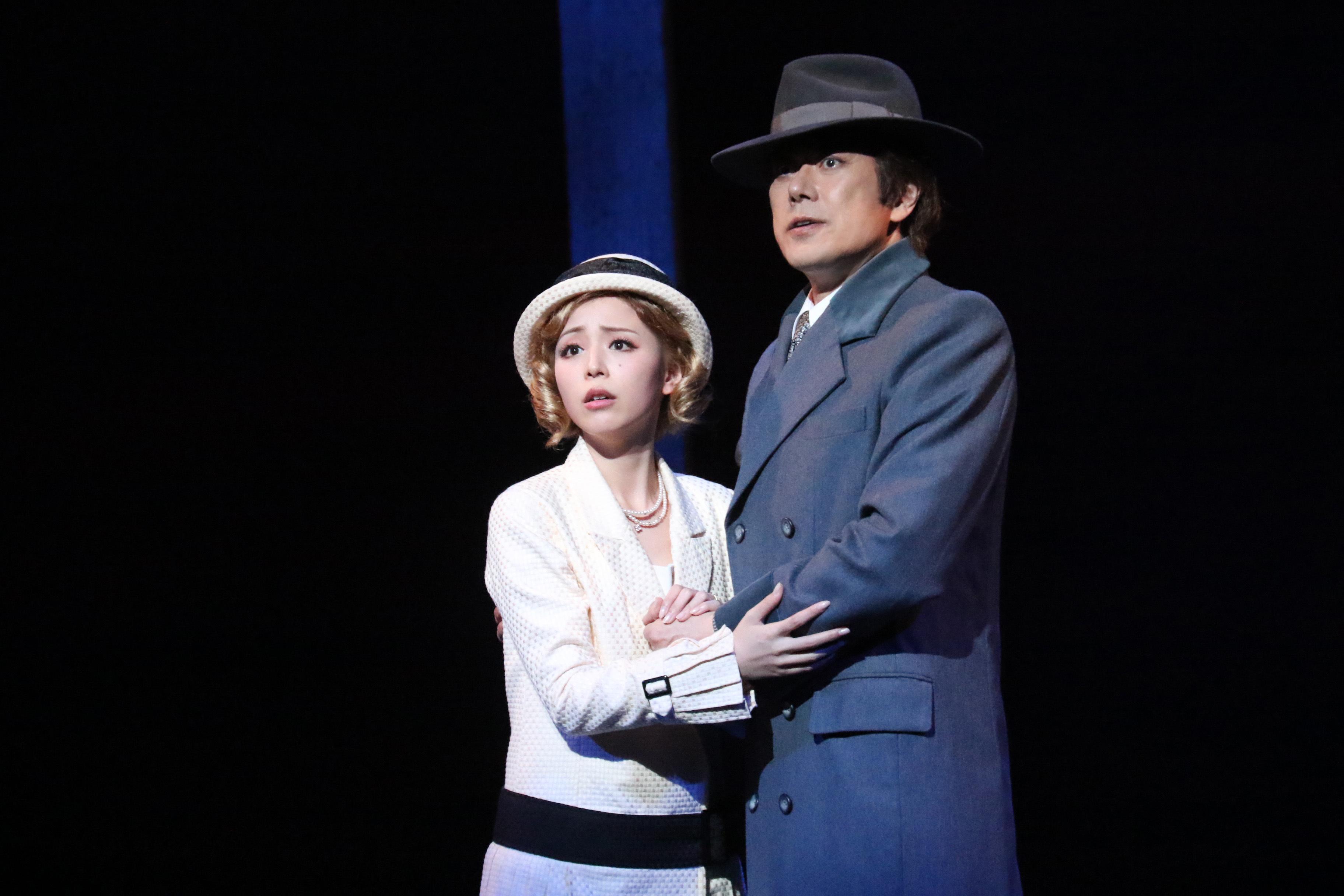 (左から)山口祐一郎、平野綾  写真提供:東宝演劇部