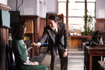 抱きかかえられる蒼井優、ジェントルマンな高橋一生など10点を解禁 映画『スパイの妻』追加場面写真を公開
