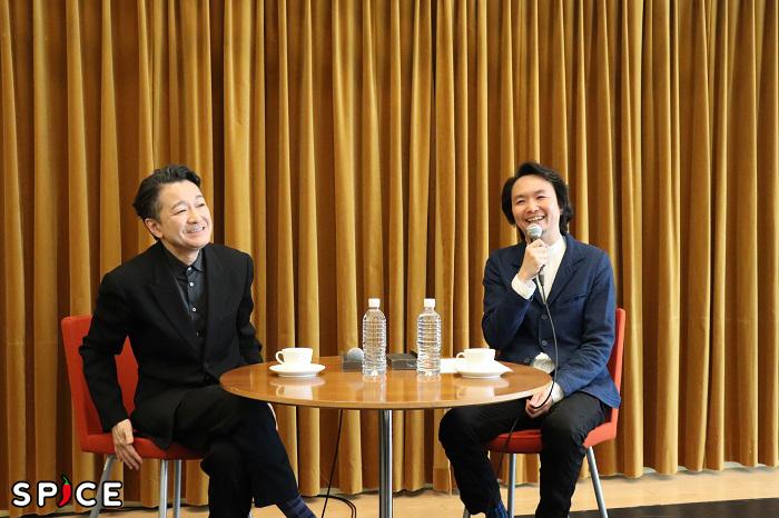 左から、白井晃、長塚圭史