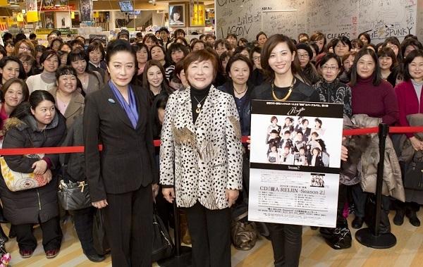 約200名のファンと記念撮影@タワーレコード梅田NU茶屋町店
