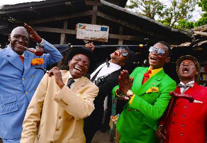 「服が汚れるから戦わない」コンゴ共和国のおしゃれな紳士・サプールの写真展が大丸心斎橋店で開催