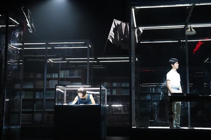 『海辺のカフカ』公開舞台稽古 左から寺島しのぶ、古畑新之