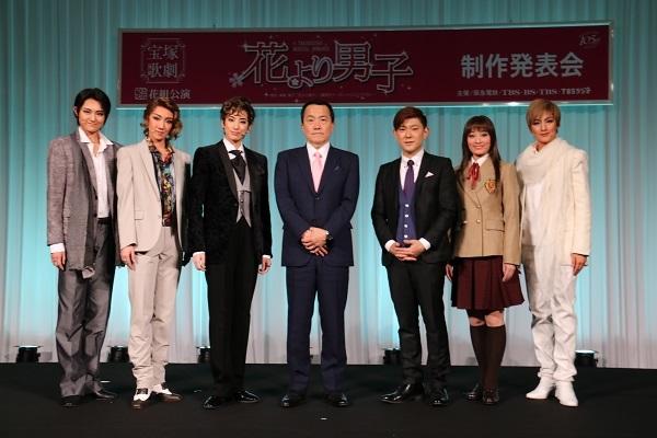 (左から)希波らいと、優波慧、柚香光、小川友次理事長、野口幸作、城妃美伶、聖乃あすか