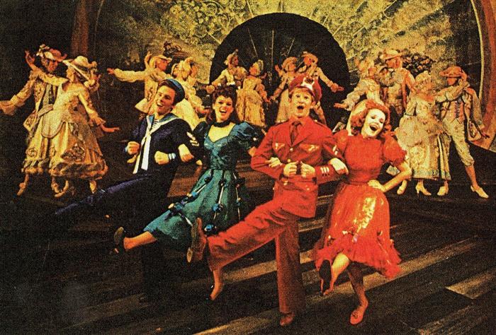 『フォリーズ』ブロードウェイ初演(1971年)の舞台より。右から2人目が、若きバディを演じたハーヴィー・エヴァンス   Photo Courtesy of Harvey Evans