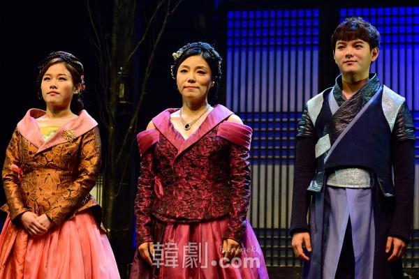 (写真左から)ヨ夫人役のチェ・ユジン、チン夫人役のチャン・イジュ、雲楼の末っ子クングム役のソン・グァンイル