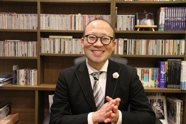 デビュー30周年を迎えるバリトン歌手 晴雅彦    (C)H.isojima    協力:クラシック音楽CAFE &BAR ARANJUEZ(アランフェス)