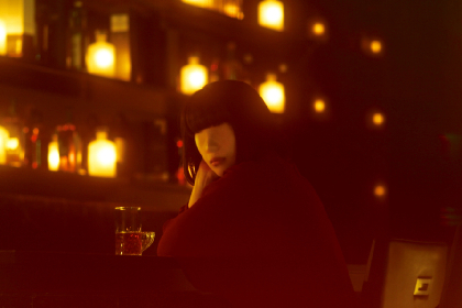 """女性の頭の中に小型の人、異形の""""ホムンクルス""""の姿が明らかに 綾野剛の主演映画『ホムンクルス』から新場面写真を一挙公開"""