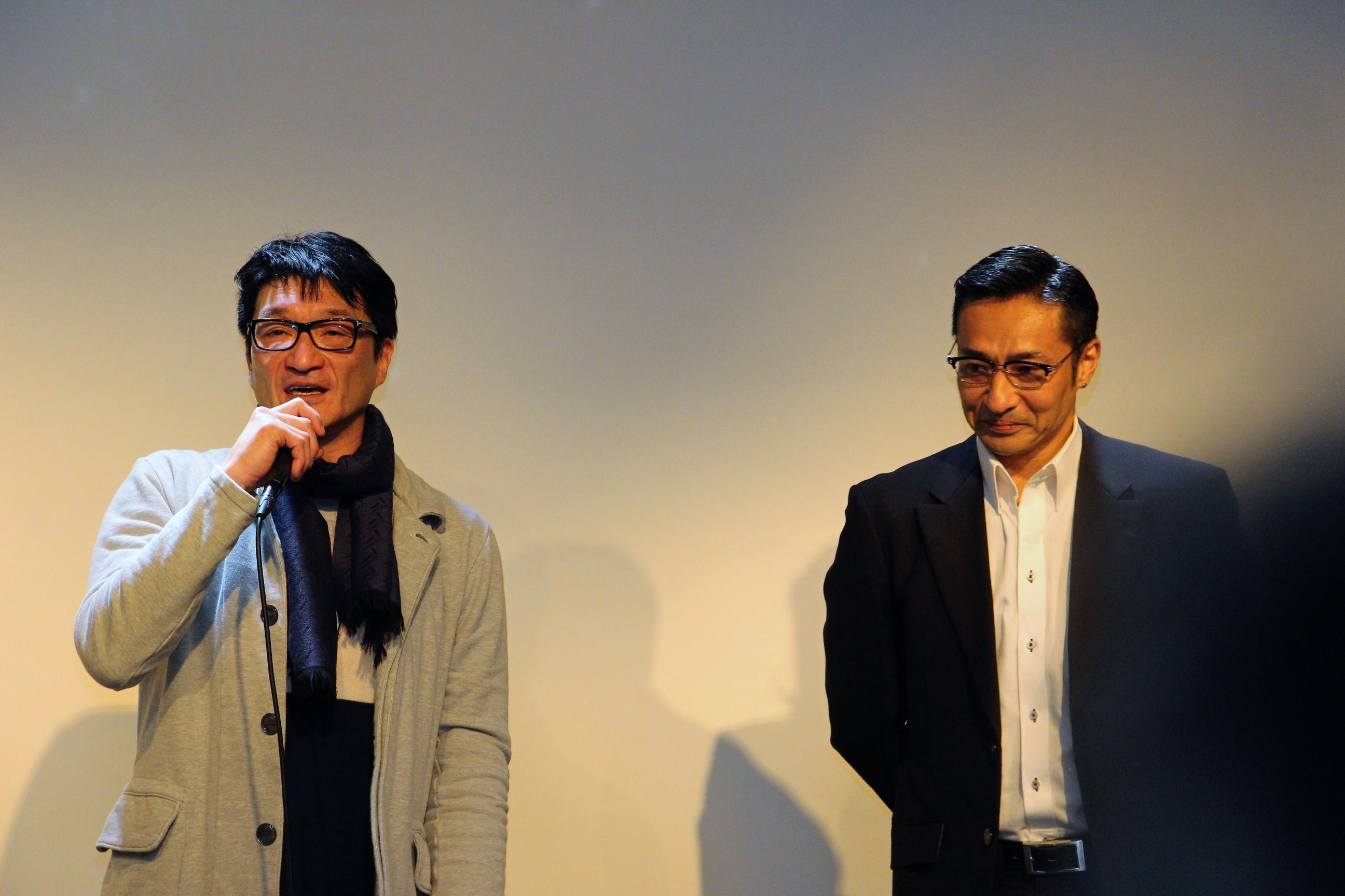 『覇王 凶血の系譜I』監督の小沢和義(左)とベストアクション男優・最優秀賞 山口祥行(右)