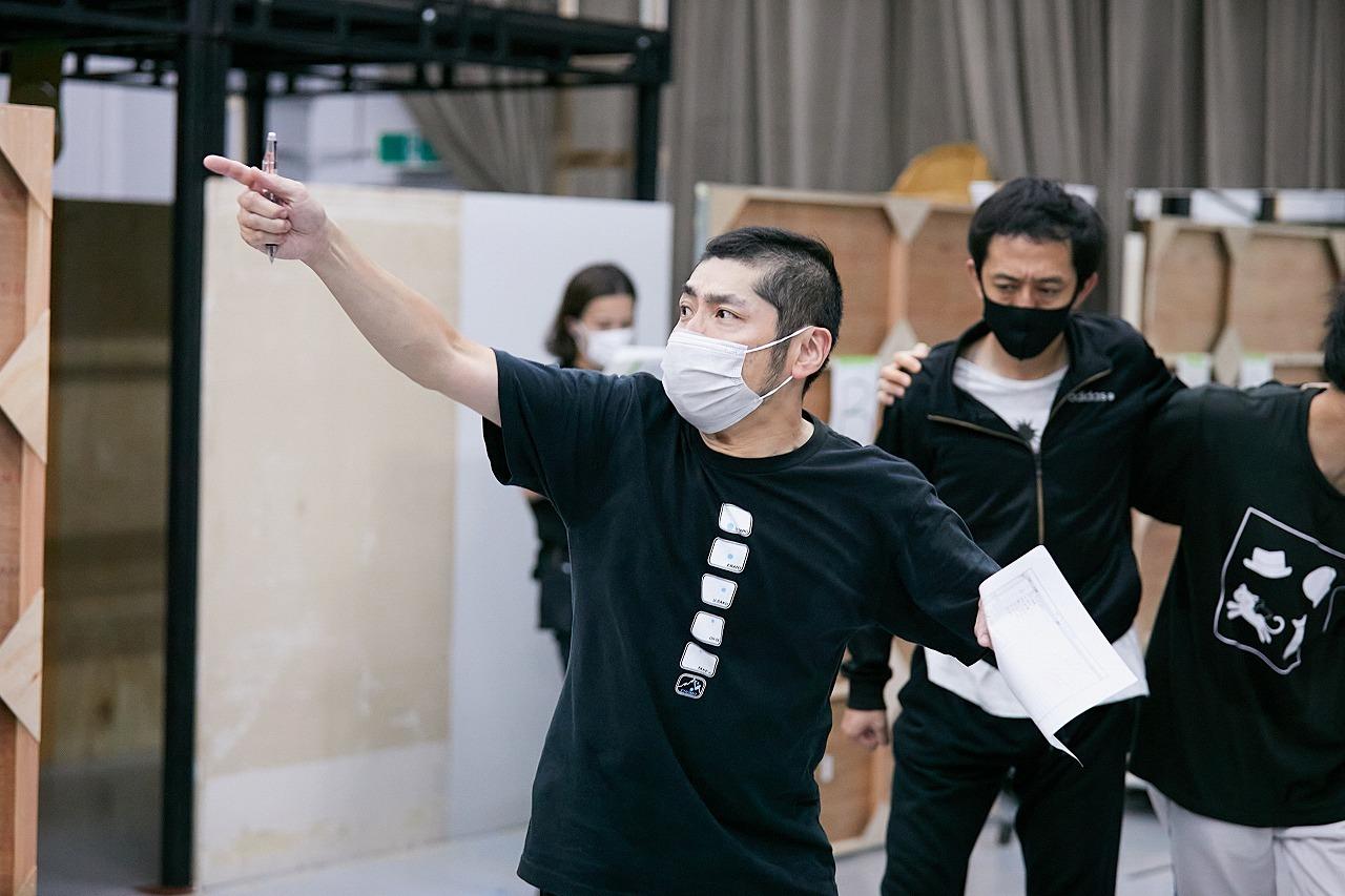 梅棒『おどんろ』稽古場より  撮影:飯野高拓(梅棒)