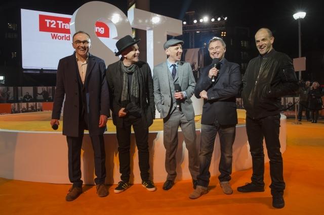 左から、ダニー・ボイル監督、ユアン・マクレガー、ユエン・ブレムナー、ロバート・カーライル、ジョニー・リー・ミラー スコットランド・エディンバラ ワールドプレミアのようす