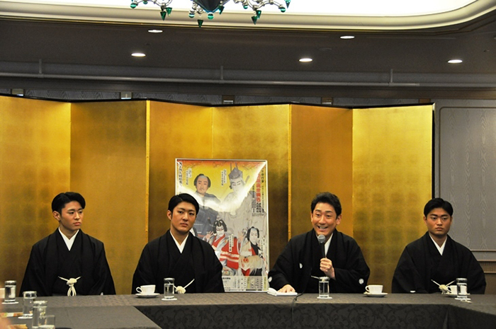 京都でのお練りに触れ「他の劇場と違って、顔見世は年中行事であり、人気が高いことを再認識しました」と語る芝翫。