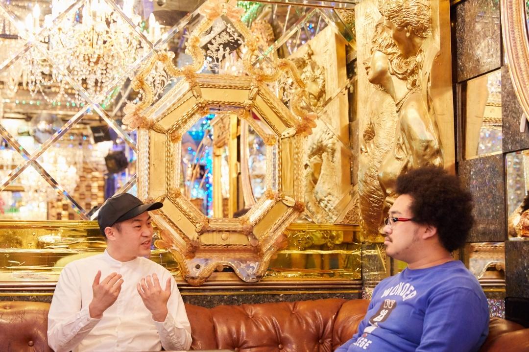 左から、柴本新悟氏(CONNECT歌舞伎町プロデューサー)、アフロマンス 撮影=岩間辰徳