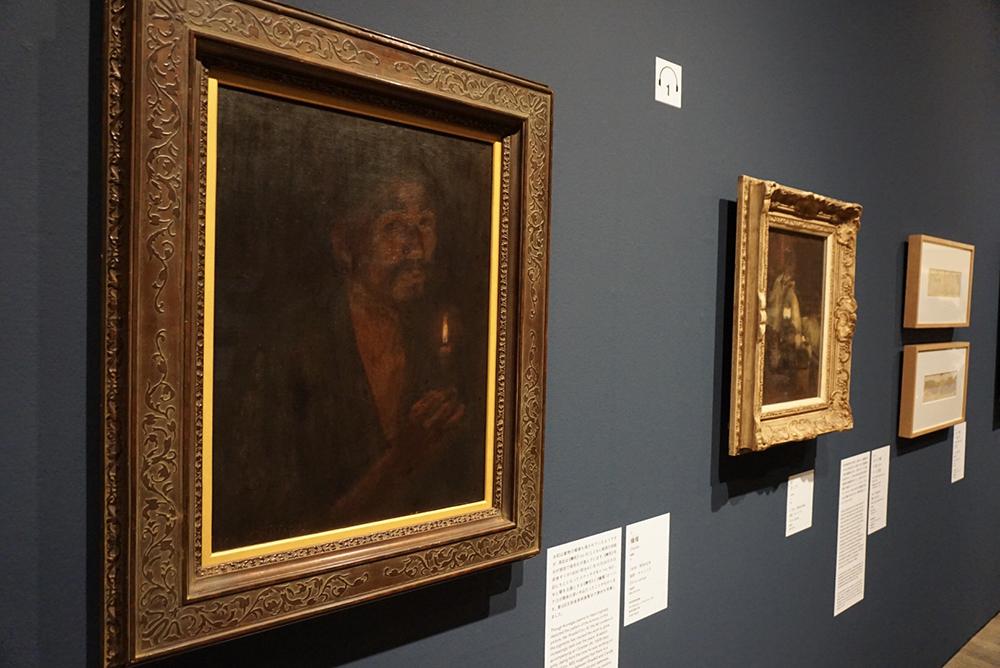 左手前から:《蝋燭(ローソク)》 1909年 岐阜県美術館 《ランプ》 1910年頃