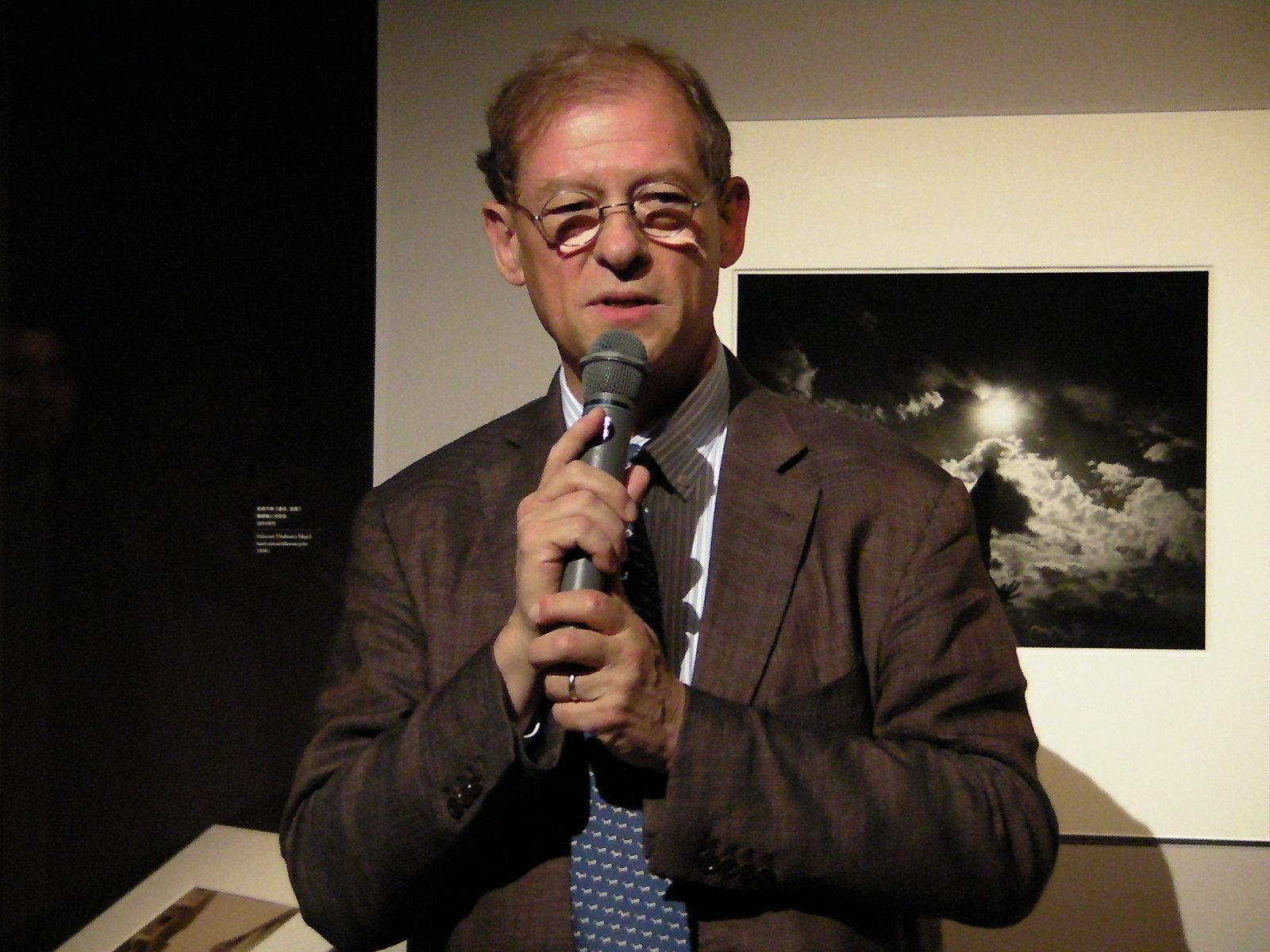 シャネル株式会社 代表取締役社長のリシャール・コラス 以前からアラーキーの大ファンだったと熱く語った。