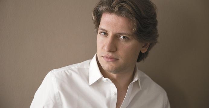 イタリアの誇る若きマエストロ、ダニエーレ・ルスティオーニ (C)Davide Cerati