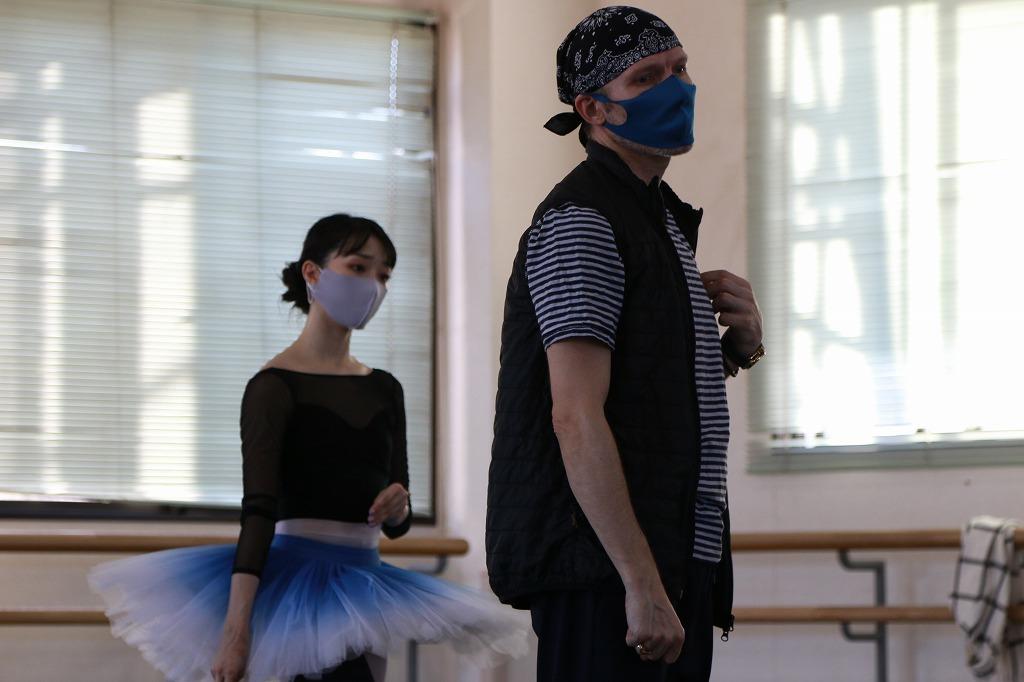 (左から)高田茜、ヨハン・コボー