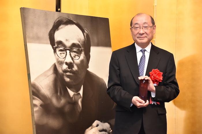 第43回菊田一夫演劇賞特別賞を受賞した甲斐正人