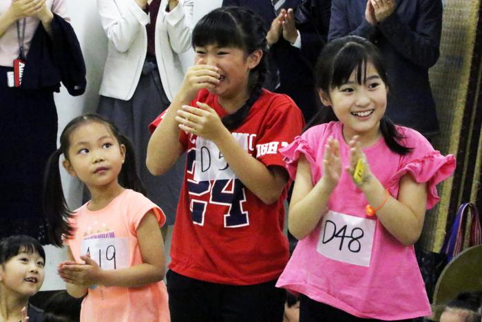 アニー役:岡 菜々子(オカ ナナコ)※中央赤いTシャツ