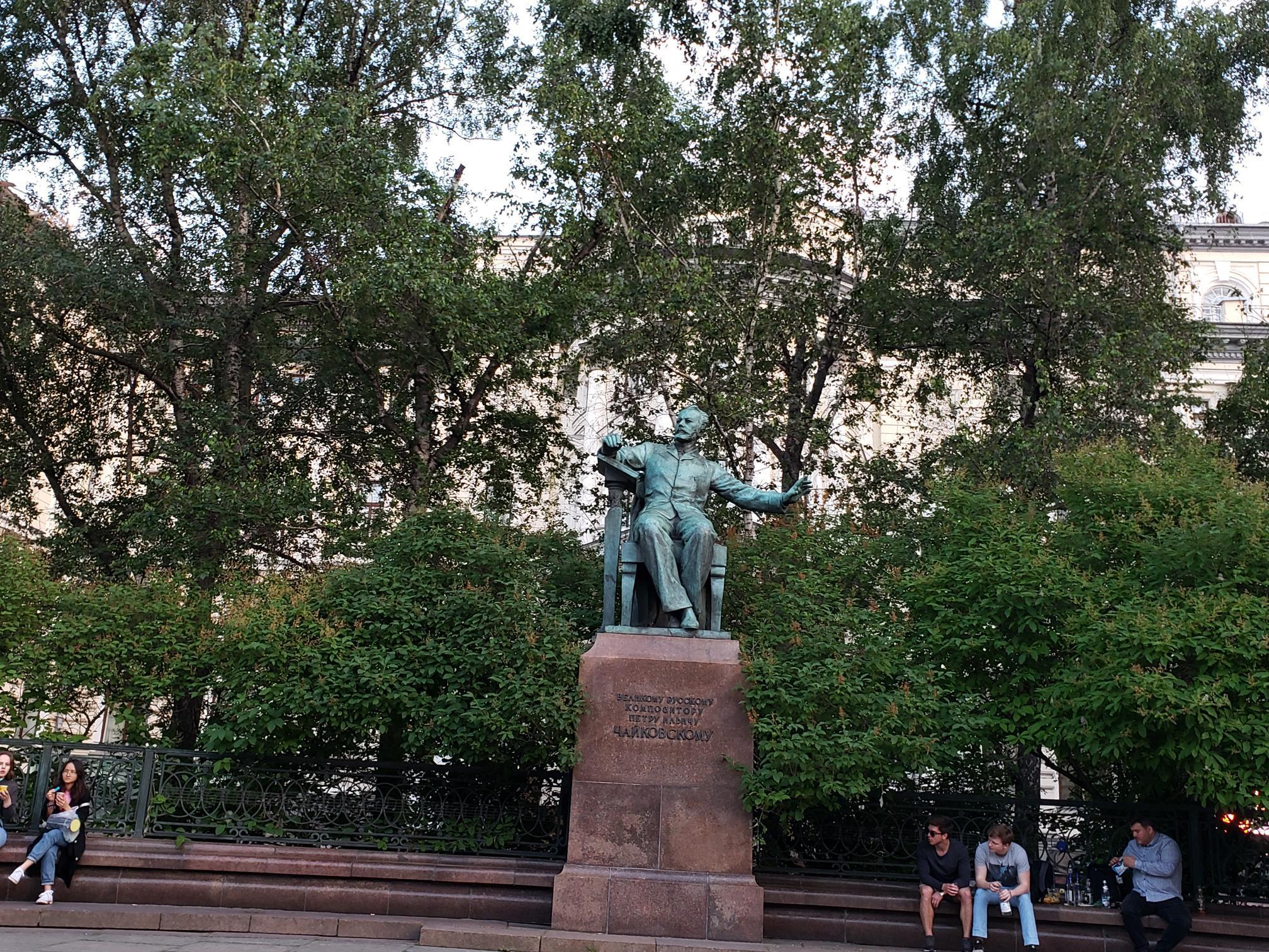 モスクワ音楽学院前のチャイコフスキー像