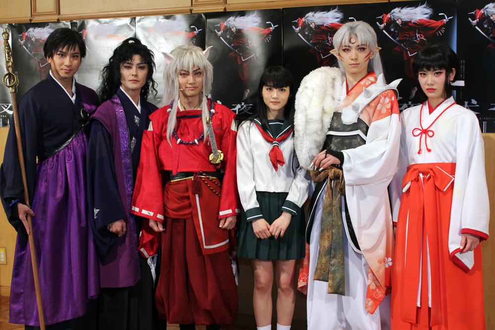 写真左から滝口幸広、木村了、喜矢武豊、若月佑美、佐奈宏紀、伊藤純奈