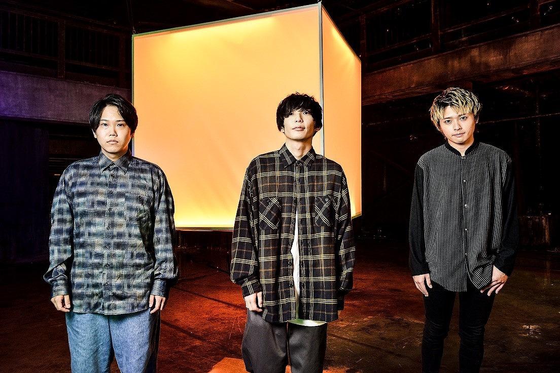 FOMARE「Grey」(L to R)Dr&Cho.オグラユウタ / Vo&Ba.アマダシンスケ / Gt&Cho.カマタリュウガ