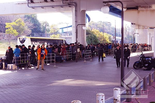朝の行列の様子@9:00頃 (c)DEAR SPIELE