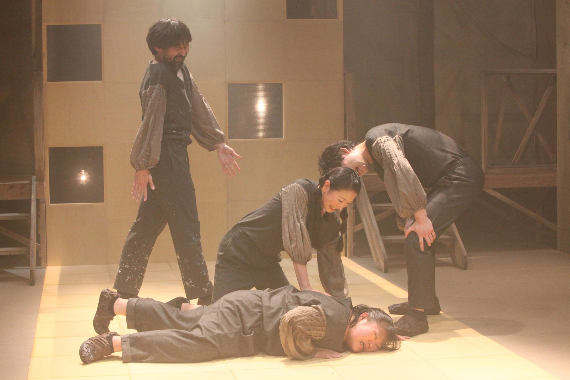 第29回公演・シアターグリーン3劇場連動企画『机の上ではこちらが有利』