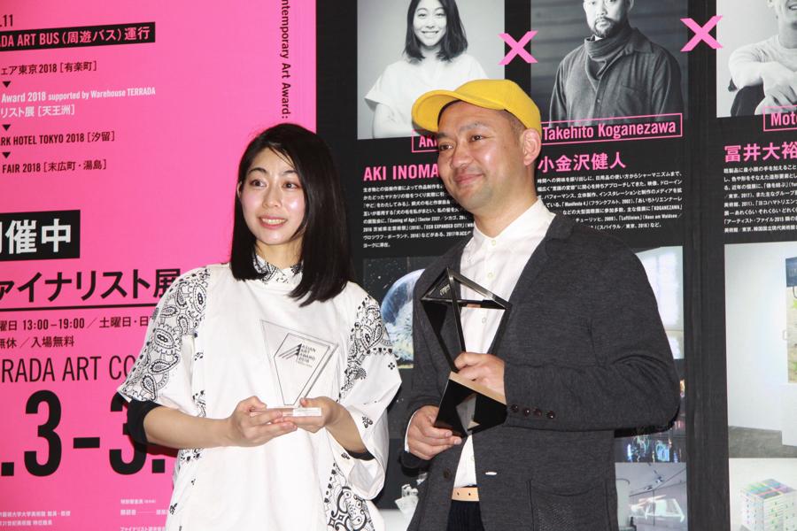 (左から)AKI INOMATA、小金沢健人
